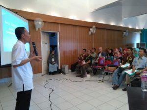 Raja Keripik Semarang: Nur Sodiq SE menuturkan suka dukanya membangun usahanya di bidang makanan ringan.